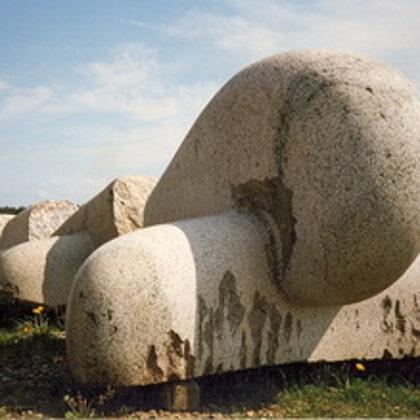 EPOSA MOTĪVS 1. 2000. Granīts. 220/270/1200cm. Vakarbuļļi, Rīga