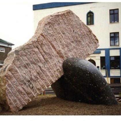 ATBALSTS. 1996. Granīts. 300/400/230cm. Reikjavīka, Islande